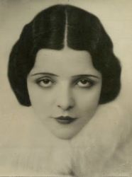 Vintage Hairstyles: Easy Pin Curl Set for Retro Waves Retro Hairstyles, Bob Hairstyles, Hairstyles Pictures, Hair Pictures, Wedding Hairstyles, Vintage Ladies, Retro Vintage, Vintage Ideas, 1920s Makeup