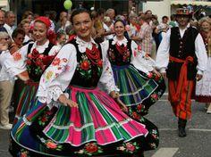 Highlight beim Tag der Niedersachsen: Großer Trachten- und Festumzug - Duderstadt: Tag der Niedersachsen 2012 - Regionales - Specials - Anzeigen - HNA Online  -- Das ist in Norddeutschland???? Sieht eher aus wie Mexico? Aber schön!!!!