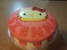 Hello kitty cake made by Nadia Camara