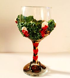 Meet my new Alice in Wonderland Queen of Hearts wine glass! This is the perfect gift for any Queen of Hearts lover and makes a great Birthday or