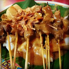 A Street Food Dinner with Sate Padang Barito http://www.traveljunkieindonesia.com/a-street-food-dinner-with-sate-padang-barito/