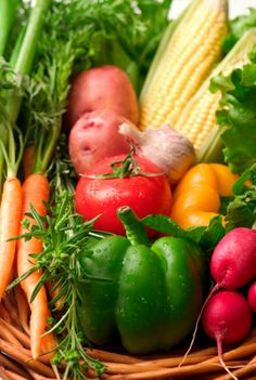 Keep your #vegetables tasting farm fresh by knowing which ones to store in the fridge — and which ones you shouldn't: www.recipe.com/blogs/cooking/how-to-keep-vegetables-fresh-smart-storage/?socsrc=recpinn041513smartstoragevegetables