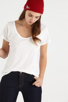<p>The One by Cotton On is a range of essential tees that are made to fit into your everyday life. Pair it with your favorite jeans, or with a classic leather jacket. No matter what your fashion style is, you've found The One. The Scoop offers a subtle rounded scoop at the neckline. This tee is your best bet for comfort and style.</p>  <p>- Scoop neck<br /> - Short sleeve<br /> - Regular fit<br /> -Soft cotton slub je...