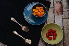 Zutaten für Kürbis-Feta Tart: Ganz einfach abends den Teig zubereiten, in den Kühlschrank stellen und am nächsten Tag eine Tarte aus Feta, Tomaten, Kürbis und ein paar Gewürzen backen. Schnell und lecker!