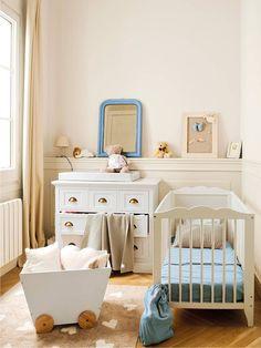 Комната новорожденного в бежево-голубой гамме