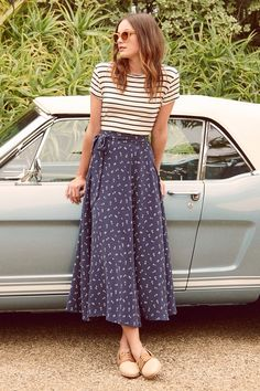 FREE SHIPPING - EASY RETURNS Our take on the season's favorite skirt silhouette, the Flora maxi is a perfect staple for summer. With a flattering drape, great movement in the skirt, and a unique print