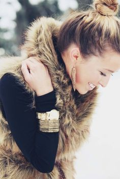 faux fur + gold jewelry, perfect combo! #jewelry #fauxfur