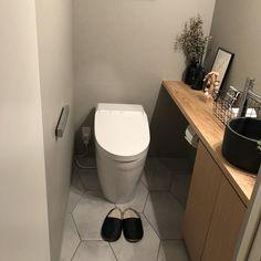shi0___homeさんはInstagramを利用しています:「トイレの床についてのコメントいただいたのでのせてみます♡ トイレはお気に入りの空間です #トイレ #フロアタイル #サンゲツ #toto」 Bathroom Toilets, Washroom, Dream Home Design, House Design, Ideas Baños, New Toilet, Yellow Houses, Bathroom Organization, Kitchen Interior
