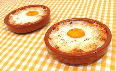 Huevos Napoleón | Receta rápida y sencilla - YouTube Egg Recipes, Kitchen Recipes, Appetizer Recipes, Cooking Recipes, Dinner Recipes, Easy Healthy Recipes, Easy Meals, Mediterranean Dishes, Gastronomia