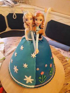 Tort cu cadou Anna si Elsa-Frozen