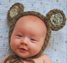 Create your own finger knit animal ears in thirty minutes or less! Great for new born photo shoots, Halloween accessories, or just dress up fun! Finger Crochet, Finger Knitting, Arm Knitting, Knitted Animals, Knitted Hats, Baby Headband Tutorial, Diy Craft Projects, Diy Crafts, Halloween Accessories