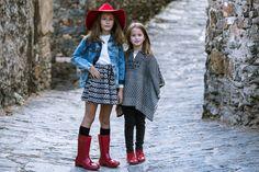 Quien nos iba a decir que nuestras botas de agua y nuestras Pascualas podrían quedar tan bien.  #calzado #niños