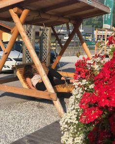 du möchtest die Seele baumeln lassen und mal so richtig entspannen. Wir haben die Relaxliege für dich! #relax #liege #entspannen #genießen #garten #blumen #love #weissgmbh #flachau #salzburg Salzburg, Ladder Decor, Gardening, Home Decor, Garden Sheds, Ad Home, Nature, Floral, Homemade Home Decor