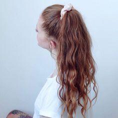 Scrunchie Haargummis selber nähen Gratis Anleitung von Online Nähkurs  #Regram via @nvdecollective Scrunchies, Long Hair Styles, Beauty, Sewing Patterns Free, Training, Tutorials, Beleza, Long Hair Hairdos, Cosmetology