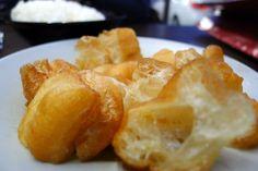 Dough Fritters (油条) to go with your Bak Kut Teh (肉骨茶). Pre-dinner at Leong Kee (Klang) Bak Kut Teh 梁记(巴生) 肉骨茶 [ http://on.fb.me/U0HJ0l ]