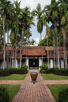 hotel landscape The Perfect Weekend in Chiang Mai, Thailand - Cond Nast Traveler Tropical Architecture, Modern Architecture, Architecture Interiors, Thai House, Chiang Mai Thailand, Farm Stay, Indochine, Courtyard House, Tropical Houses