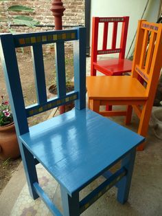 in colours/ en colores (sillas pintadas con venecitas de papel) Cool Chairs, Table And Chairs, Dining Chairs, Kids Furniture, Painted Furniture, Mexican Style Homes, Decorative Painting Projects, House Rooms, Rocking Chair