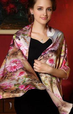 Luxusný dámsky hodvábny šál v hnedej farbe s kvetmi