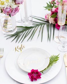 With bright pink blooms and a fresh white palette, this modern-meets-#tropical #tablescape might just be our new happy place! Photography: @alyssamariephoto | Cinematography: @visioneermedia | Event Design: @sdapper | Floral Design: @shindigchic | Venue: Cree Estate | Rentals: @foundrentals, @sigpartyrentals