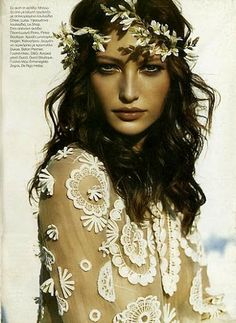 "Trend crush: headpieces ♪♫ Flowers In Your Hair"" ♫ ♪ Ethno Style, Hippie Style, Hippie Boho, Bohemian Style, Boho Chic, Bohemian Bride, Hippie Bride, Bohemian Hair, Perfect Day"