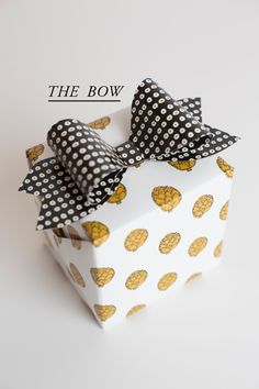 Gift wrap idea - use both a patterned ribbon and bow for a unique look - The House That Lars Built.: 5 gift topper ideas #giftwrapping #polkadots #bow