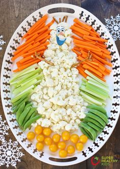 Frozen Party Veggie Tray - Super Healthy Kids This cute Frozen theme veggie tray is sure to be a hit at your next event! Frozen Birthday Party, Frozen Party Food, Olaf Party, 4th Birthday, Frozen Themed Snacks, Snowman Party, Kinder Party Snacks, Snacks Für Party, Appetizers For Party