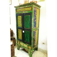Muebles étnicos que cuentan la historia en cada detalle impreso por manos artesanas del Sudeste Asiático.