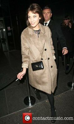 the reason I love Alexa is that she uses and reuses a lot of stuff, for example, this petite Chanel chain bag :)