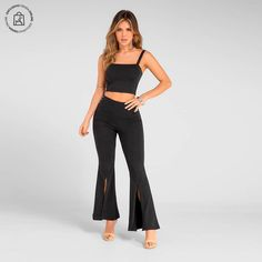 Un look que favorece tus curvas latinas. Haz clic en la imagen y compra online>> Pants, Fashion, Shopping, Blouses, Latest Fashion Trends, Athletic Wear, Curves, Feminine Fashion, T Shirts