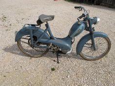 Peugeot BB 1957 Classic Bikes, Classic Cars, Peugeot Bike, Peugeot France, Moto Scooter, Motorised Bike, Gas And Electric, 50cc, Mini Bike
