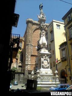 Napoli, via dei Tribunali - Obelisco di San Gennaro. Photo@Serbilla  VagaNapoli  http://vaganapoli.wordpress.com