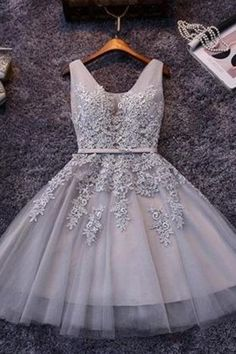 Beautiful Sleeveless Lace-up Short Homecoming Dress Lace Appliques Tulle TR0022