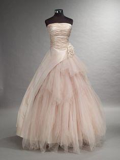 Beautiful Blush Wedding Dress with Tulle por WeddingDressFantasy