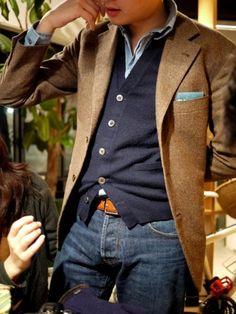 Tenue chic avec une chemise, cardigan et jeans #look #men #mode #tennue #chic #homme