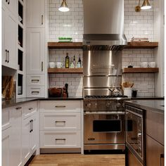 Minus the extremely vertical stove/rangehood.