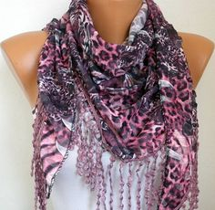 IN LOVE WITH THIS SCARF.<3