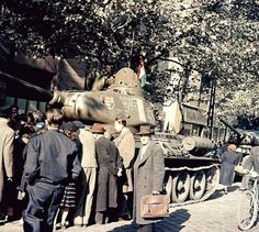 Sosem látott képek a forradalom napjaiból | 24.hu Prague, World Of Tanks, Budapest Hungary, War Machine, World War Two, Old Pictures, Historical Photos, Mount Rushmore, Revolution