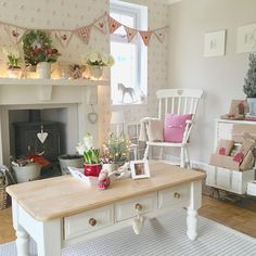 The Shabby Chic Living Room Design Ideas To Give Your Home A Fresh Look Are Out There! While the traditional decor of an American home is all about bright and shiny colors, it can also be quite coz… Cosy Living Room, Cottage Interiors, Shabby Chic Living Room Design, Living Room Designs, Chic Living Room, Interior Design, Shabby Chic Furniture, Shabby Chic Homes, Chic Furniture