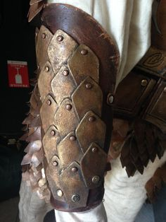 https://fuzzydrawings.deviantart.com/art/Kingsguard-Armor-Detail-467997167