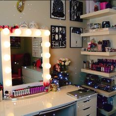 Perfect vanity set up. Plenty of shelving for storage.