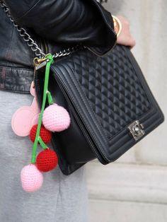 Wir lieben klassische schwarze Chanel-Taschen.
