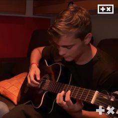 The way he plays guitar