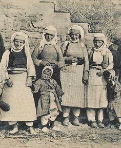 Village women and children from Zadrimë (a region in the Shkodër and Lezhë districts, northern Albania), early 20th century.  (Studio Marubi, Shkodra).