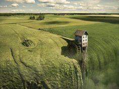 Les excellentes photographies surréalistes du célèbre artiste suédois Erik Johansson, basé à Berlin, qui s'amuse avec nos sens et les perspectives pour cr