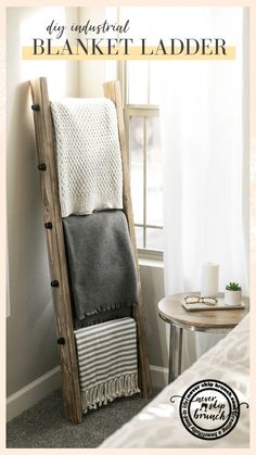 Oh my gosh this is so easy and adorable! DIY blanket ladder: Learn how to make a blanket ladder. Make an industrial blanket ladder to fit your industrial home decor. MAKE THIS: Blanket ladder living room / blanket ladder modern Diy Ladder, Diy Blanket Ladder, Ladder Decor, Ladder With Blankets, Blanket Storage, Ladder Display, Quilt Ladder, Diy Blankets, Rugs In Living Room