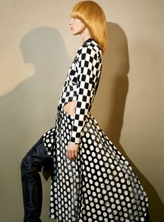 Super Balls - Russian stunner Sasha Pivovarova takes the pages of Vogue Paris' April 2017 edition with Faces story captured by fashion photographer Collier Schorr. In charge of styling was Suzanne Koller, with set design from Kadu Lennox at Frankreps Nicolas Ghesquière, Sasha Pivovarova, Fashion Editor, Editorial Fashion, Fashion News, Vogue Paris, Art Partner, Louis Vuitton, Sleek Hairstyles