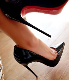 Black patent pumps and toe cleavage