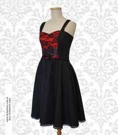 Vestido estilo gótico color negro combinado con rojo, centro forrado encaje. Detalles de cintas al frente. #dress #vestido #black #negro #goth #gothstyle #vestidogótico #vestidonegro #blackdress #encaje #vestidoencaje #lace #blacklace #encajenegro #diseño #ropadiseño #argentina #bariloche #fashion #