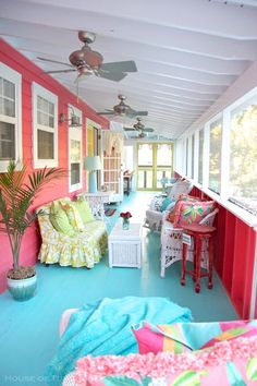 House of Turquoise: Sundew Cottage - Tybee Island, GA When I say Jane Coslick is my favorite designer ever (and not just because I also consider her a friend!), it's because her way with color truly speaks to my soul. Sundew Cottage is one of he… Beach Cottage Style, Beach Cottage Decor, Coastal Cottage, Coastal Living, Coastal Decor, Cottage Porch, House Porch, Cottage Ideas, Coastal Style