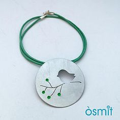 Colgsnte pajarito. Aluminio y esmalte. tienda on-line osmit joyas osmit joies #necklace #colgante #joyasaluminio #handmadejewelry#hechoamano